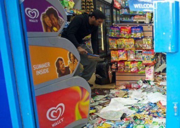 Британские блогеры отметили спад волны погромов в Англии