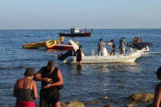 У Криму затонув катер з 34 людьми на борту
