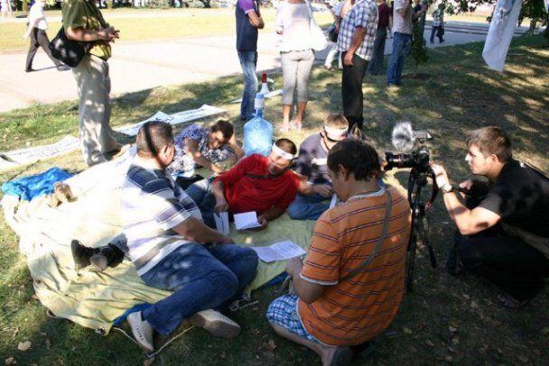 У Харкові міліція знесла намети голодуючих тролейбусників
