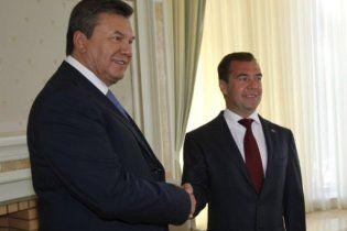 Янукович пожелал Медведеву неисчерпаемой жизненной энергии
