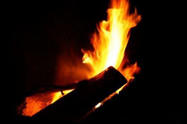 Двое малышей сгорели заживо из-за камина