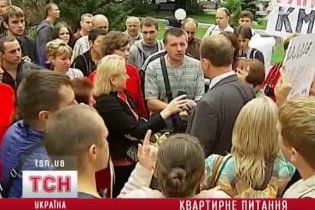 Квартирный скандал под Киевом: владельцев 2 года не пускают в дом