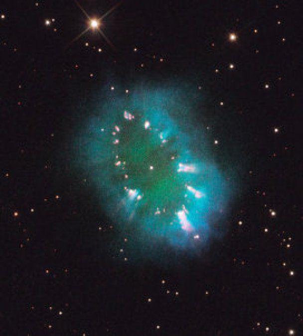 "NASA зняли в космосі ""знак оклику"", намальований галактиками"