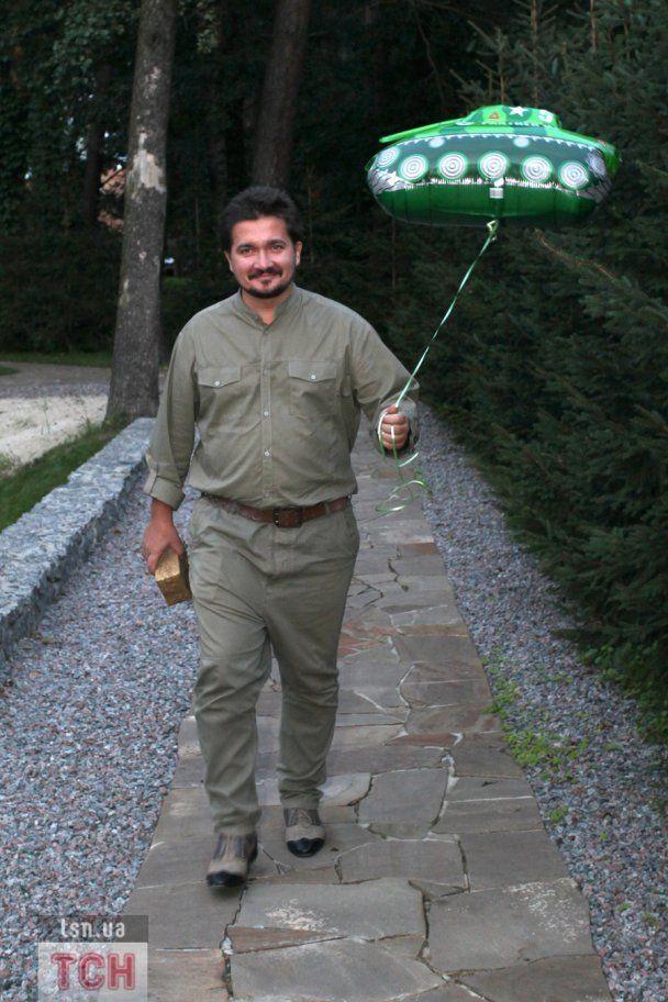 Пономарев устроил милитари-вечеринку и приехал в ресторан на БТР