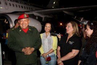 Президент Венесуели повернувся на батьківщину після чергового курсу хіміотерапії