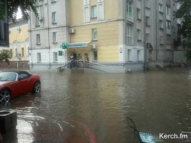 Сильные ливни с градом и смерч над городом Керчь