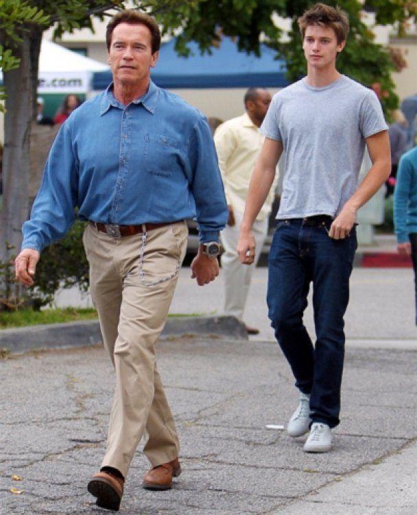 Син Шварценеггера роздягнувся для реклами джинсів