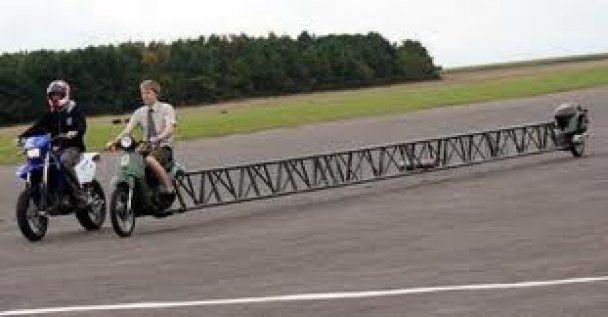 Британець створив мотоцикл, розрахований на 25 осіб