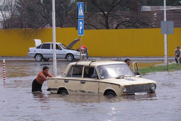 Мариуполь страдает от сильных ливней и наводнения