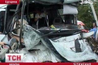 Після аварії маршрутки на Одещині госпіталізували 22 людини