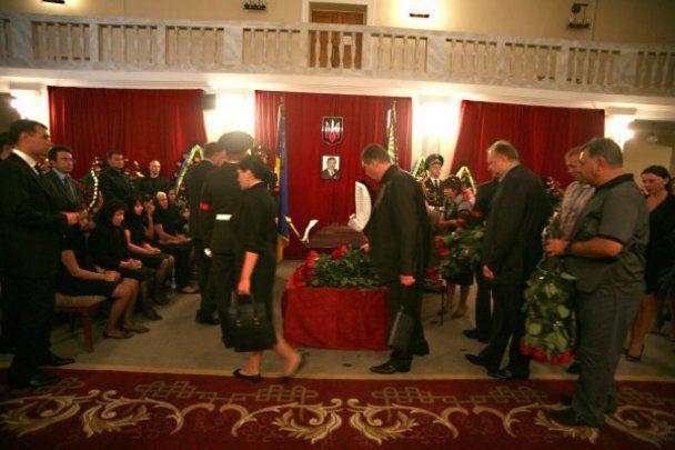 Виктор Янукович попрощался с Василием Джарты в Макеевке
