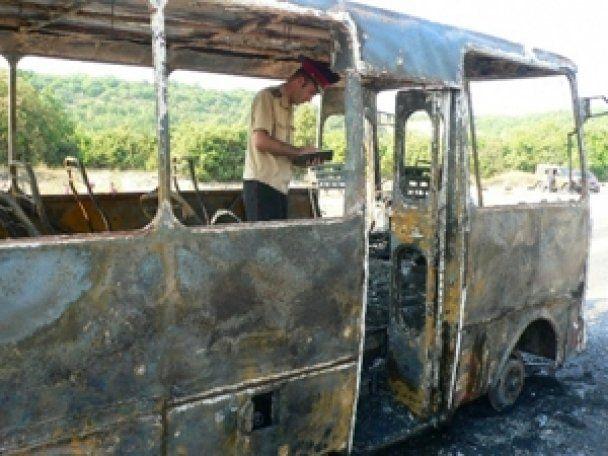 В Севастополе из горящего автобуса спасли десятки туристов