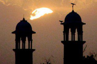 У Пакистані під час п'ятничної молитви підірвали мечеть, півсотні загиблих