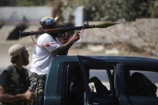 Ведуча лівійського держтелебачення вийшла в ефір з пістолетом в руках