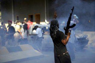 Запеклі бої в Тріполі: повстанці взяли в облогу палац Каддафі