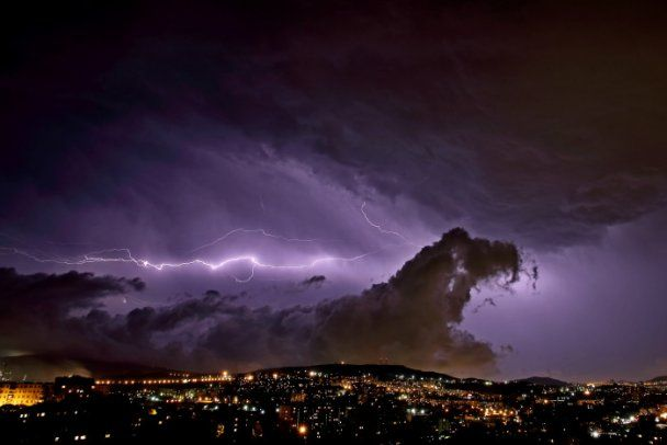 Мощный ураган обрушился на Владивосток