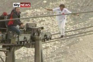 Еквілібрист піднявся на найвищу гору Німеччини по тросу канатної дороги