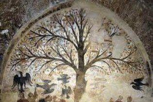 С итальянской фрески XIII века после реставрации исчезли фаллосы