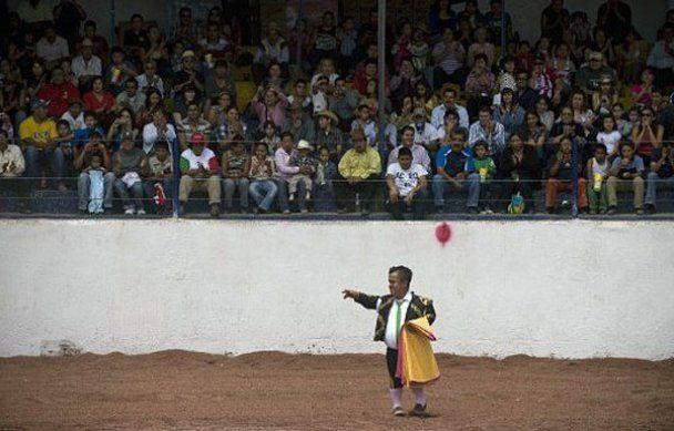 Карлики-матадори провели родео в Мексиці