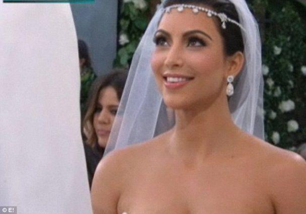 Монохромная свадьба светской львицы Ким Кардашян