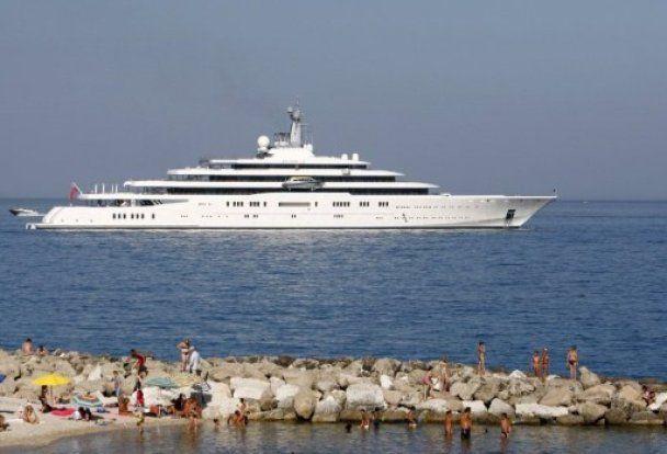 Яхту Абрамовича не пустили в порт на Лазурном берегу