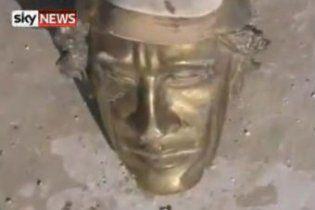 Повстанці розгромили і пограбували резиденцію Каддафі