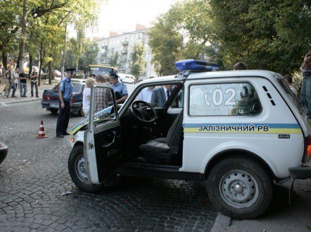 У Львові автомобіль міліції врізався у мікроавтобус: постраждала дитина