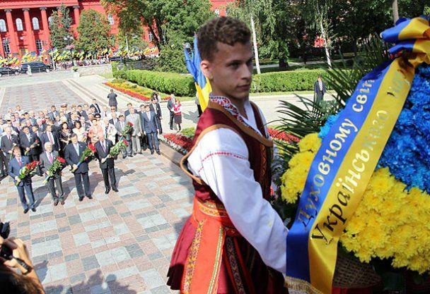 Виктор Янукович поздравил Украину с 20-летием Независимости