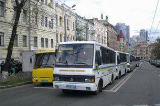 """На сусідніх з Майданом вулицях стоїть 50 автобусів з """"Беркутом"""""""