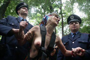 Милиция задержала FEMENистку за интервью топлес