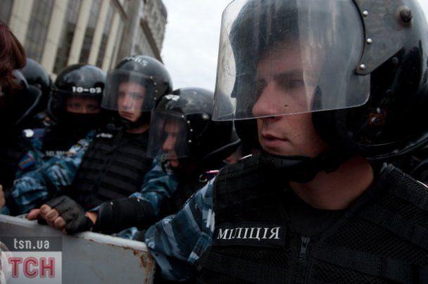 """ЗМІ: """"Беркут"""" на День незалежності застосовував сльозогінний газ"""