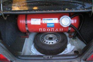 ЗМІ: автомобільний газ подорожчав через Фірташа і Бойка