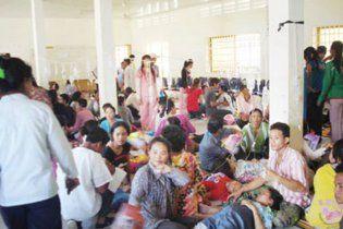 Робітники фабрики модного одягу у Камбоджі масово втрачають свідомість