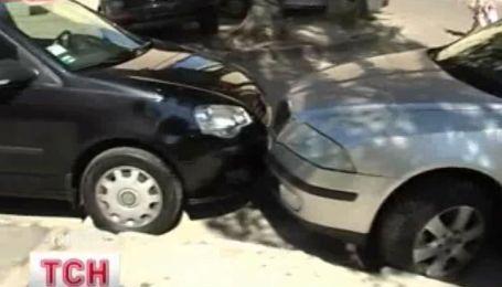 Поиграл в боулинг автомобилями