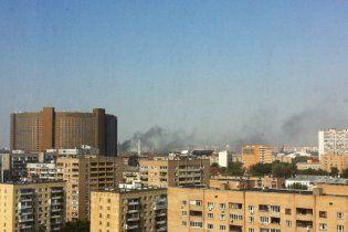В Москве пылает выставочный центр - пожарные еле справляются с огнем
