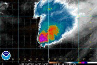 """В Атлантике сформировался новый шторм """"Катя"""", который набирает мощность урагана"""