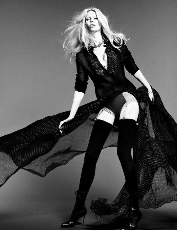 Клаудія Шиффер показала стрункі ніжки у фотосесії для Vogue