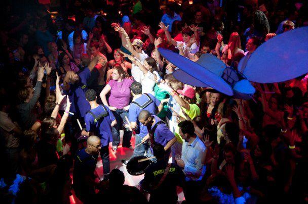 У Лондоні пройде дискотека для глухих: з вібро-підлогами і репом мовою жестів