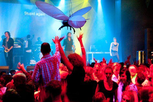 В Лондоне пройдет дискотека для глухих: с вибро-полами и рэпом на языке жестов