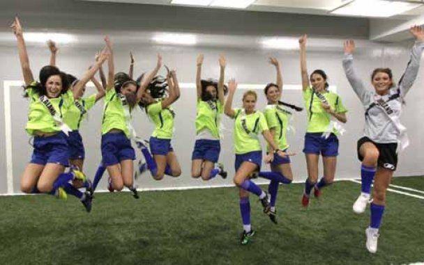 Самые красивые девушки мира сыграли гламурный футбольный матч (видео)