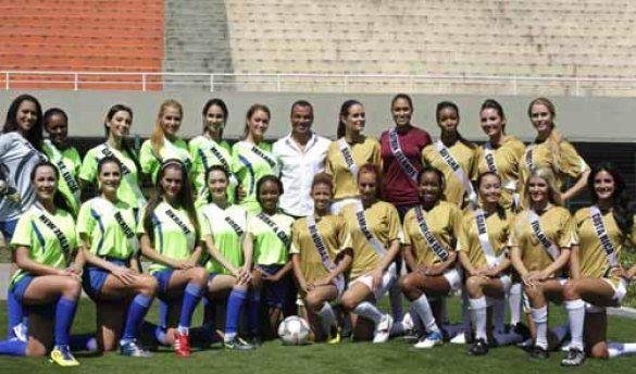 Учасниці Міс Всесвіт зіграли у футбол_8