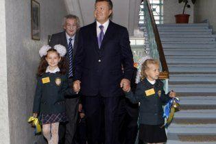 Янукович платитиме школярам за бездоганну українську мову