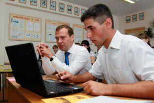 Школьник попросил у Медведева миллион евро