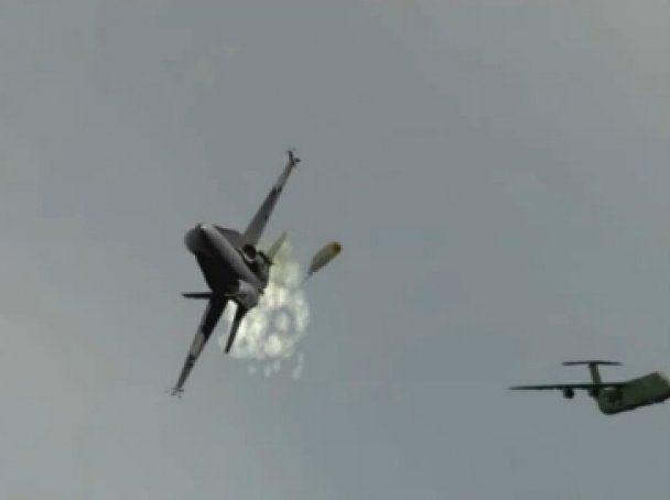 Пентагон показав загибель найшвидшого літака у світі (відео)