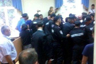 Фотокамера Андрея Шкиля стала причиной драки в суде над Тимошенко