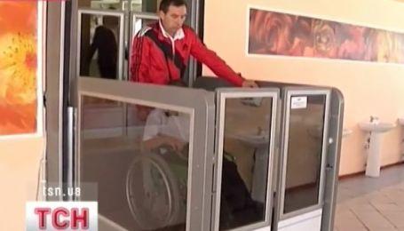 В Харьковской школе появился лифт для учеников, которые передвигаются на инвалидных колясках
