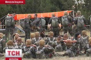 Українці навчали польських десантників стрибати з парашутом