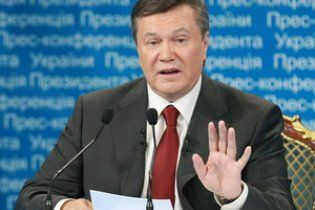 Янукович обещал не выкидывать из общежития студентов Могилянки