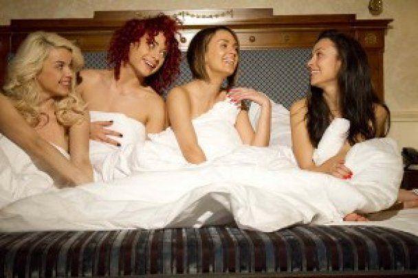 Гарячі дівчата з А.Р.М.І.Я та  NikitA купалися голяка у джакузі