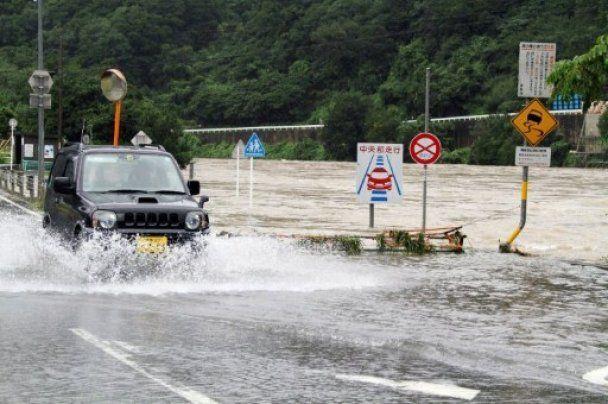 Мощный тайфун через Японию движется к России, есть жертвы